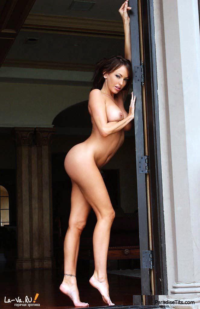 Красивые эротические порно фото со знойной голой моделью