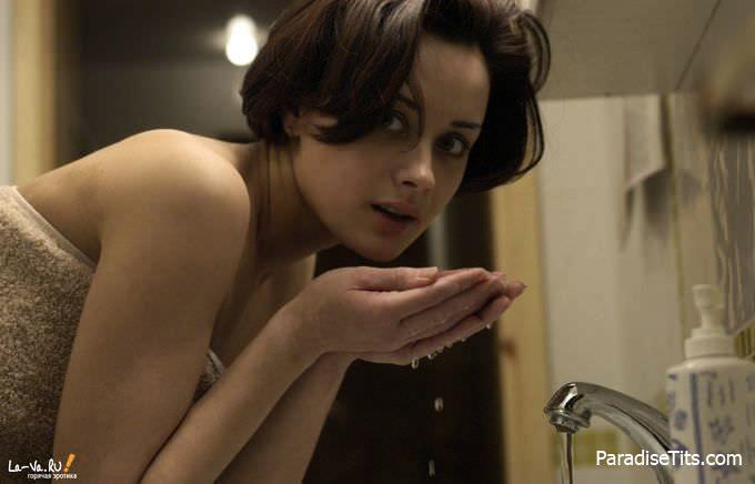 Соблазнительная молодая дама на бесплатных порно фото пошла в ванную и скинула полотенце