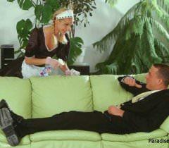 Привлекательная русская домохозяйка трахается с мужиком на порно фото