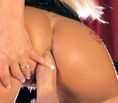 Фото с блондинкой, которая любит ебаться, делать минет и принимать сперму на лицо