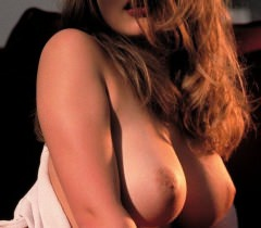 На чудесных порно фото симпатичная девушка очень красиво и грациозно показывает свои прелести