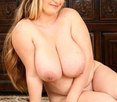На фантастических порно фото волшебная толстая барышня позирует голой